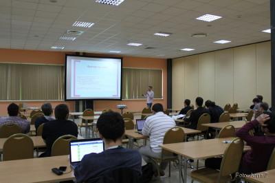 """Prezentacja """"Strefy czasowe w Javie i bazach danych"""" na konferencji 4Developers"""