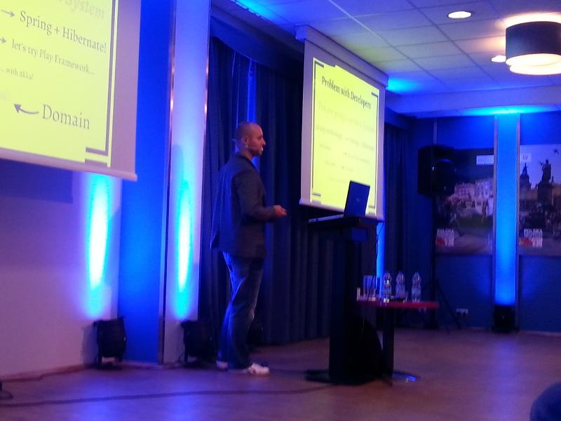 Wykorzystanie podejścia Domain-Driven Design w systemach legacy - Piotr Wyczesany