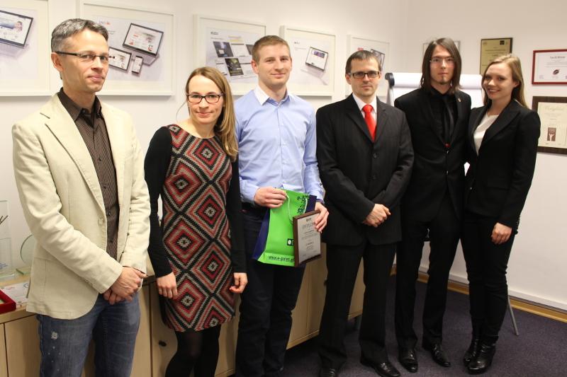 Laureaci:  I miejsce - Konrad Malawski (2 osoba od prawej), II miejsce: Daniel Jagielski (trzecia osoba od lewej)