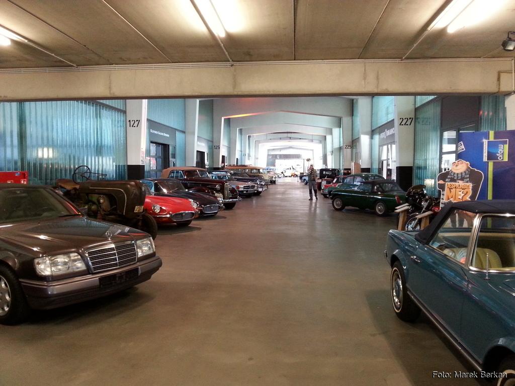 Komis / muzeum samochodów zabytkowych