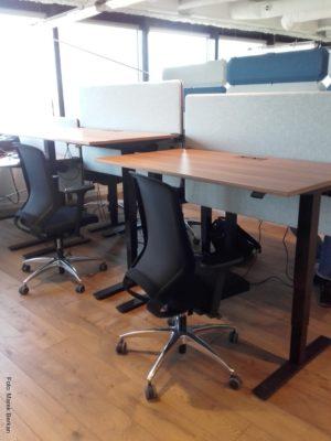Brain Embassy: biurka z regulowaną wysokością