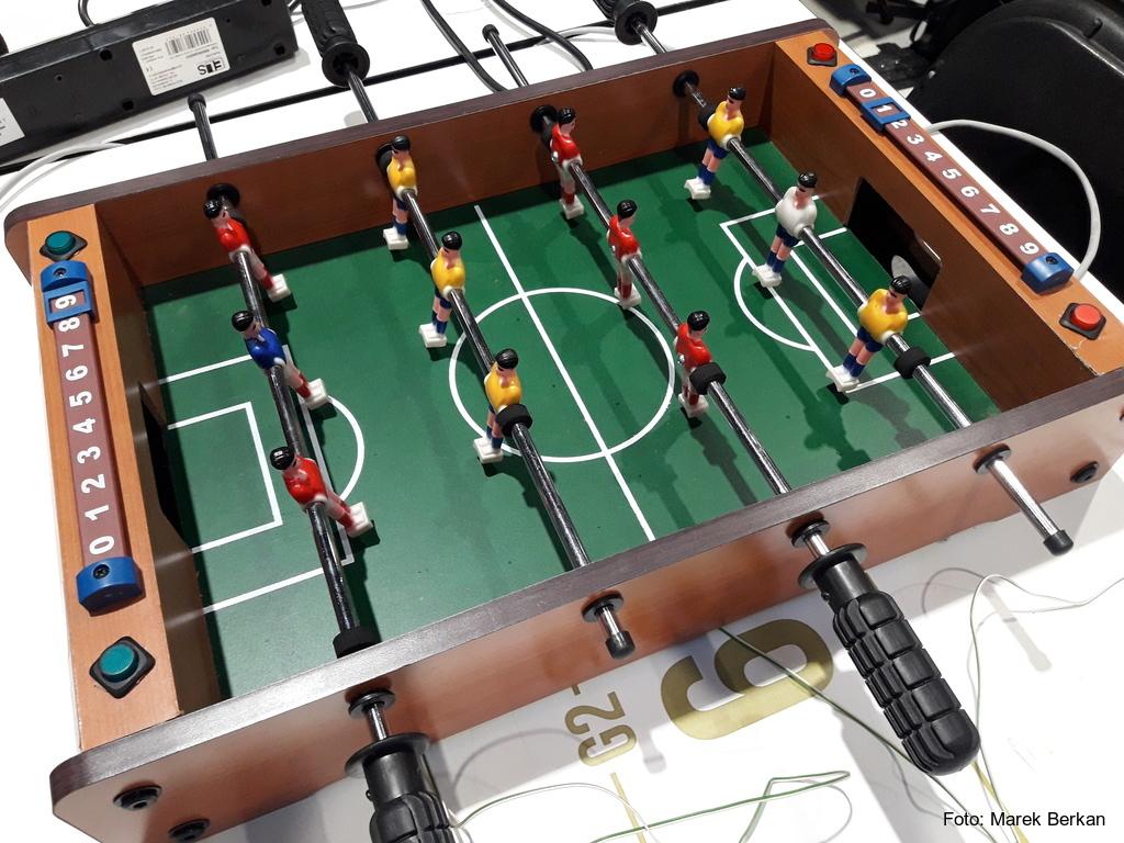 Hackyeah 2018 - stół do piłkarzyków